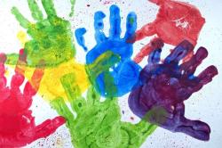 dipinto-con-le-mani-per-il-papa