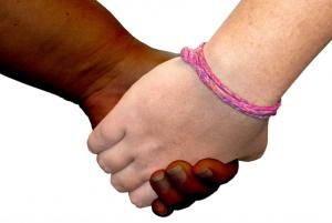 mani bambini bianco nero multicultura