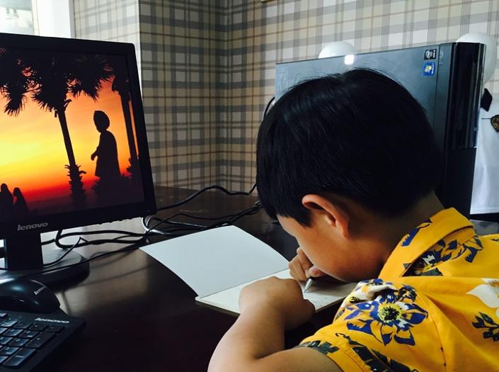 bambini computer scrivere