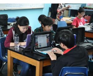 ragazzi classe scuola computer tecnologie