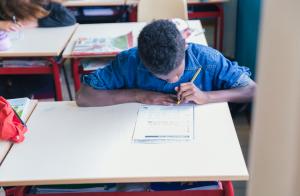 bambino scuola legge scrive intercultura