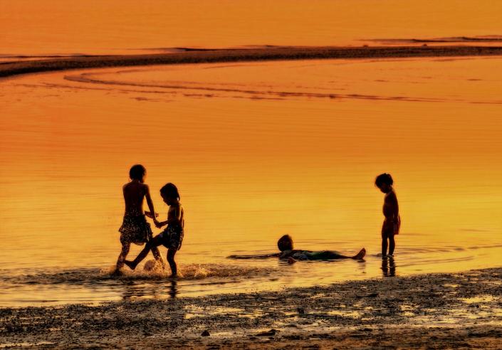 bambini gioco mare state spiaggia tramonto