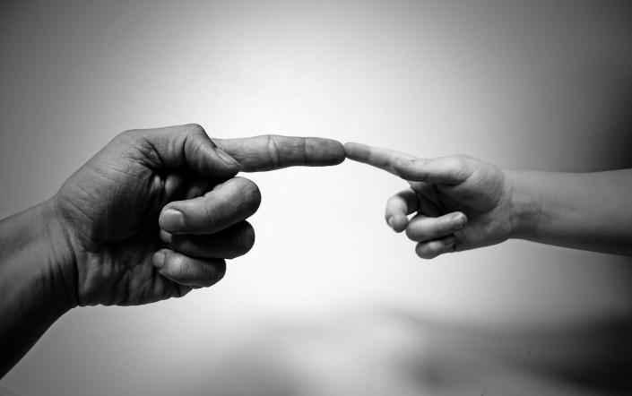 mani bambino adulto famiglia