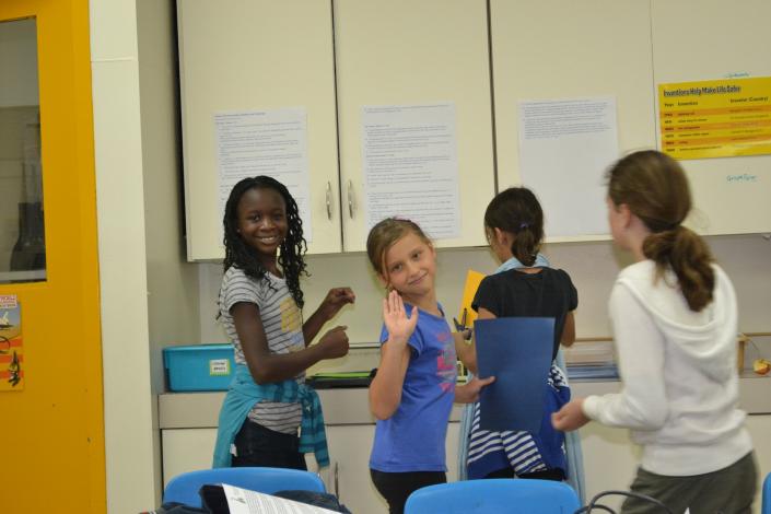 bambini classe multiculturale gruppo intercultura