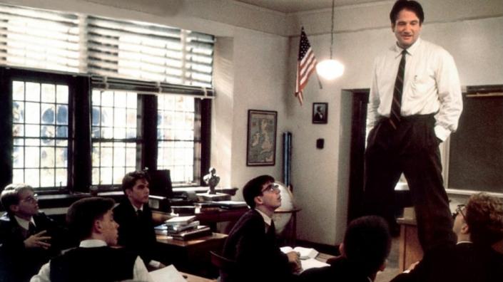 lezione frontale insegnante gruppo classe o capitano attimo fuggente