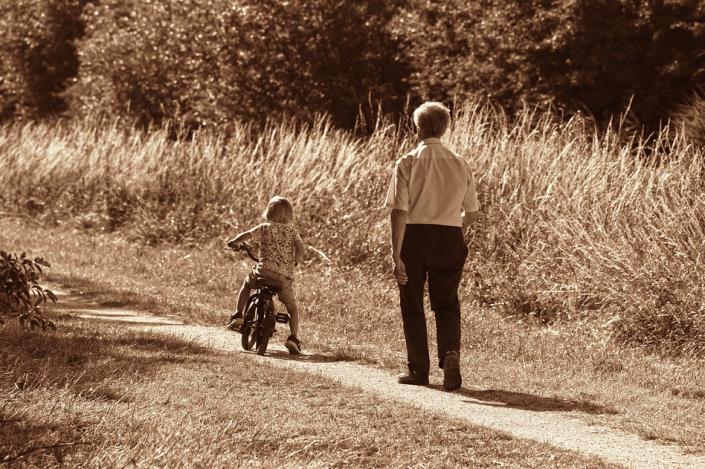 Risultati immagini per nonni e nipoti di incontrano