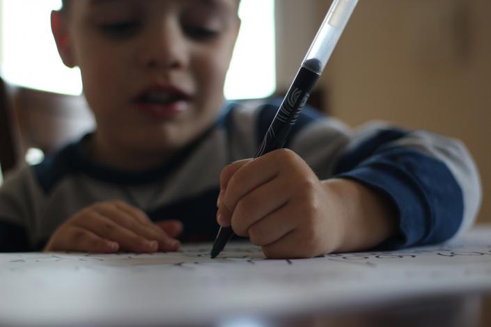 bambino che scrive 2