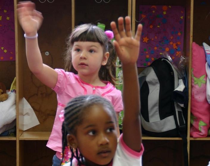 bambine scuola classe interculturale