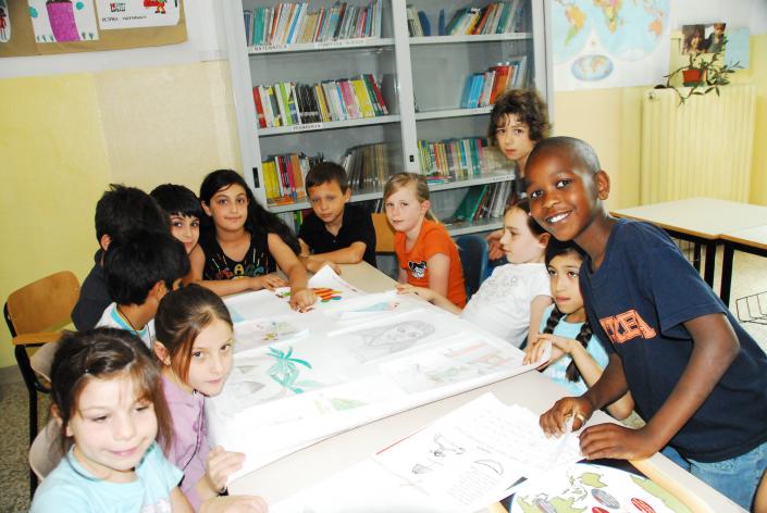 classe multiculturale lavoro gruppo