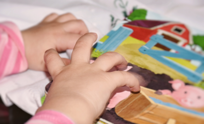 mani bambino inclusione scolastica