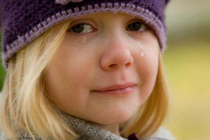 emozioni bambina che piange