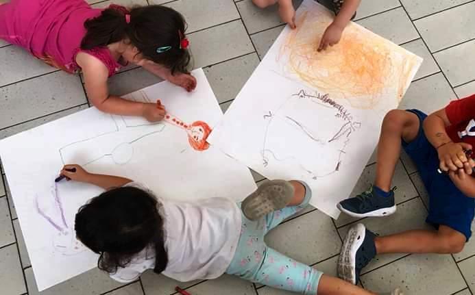 Dondoli gruppo bambini disegno infanzia