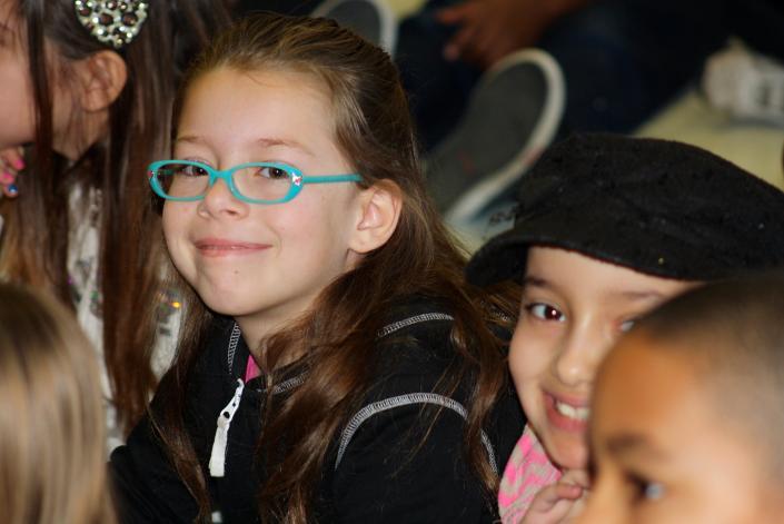 bambini in classe multiculturale