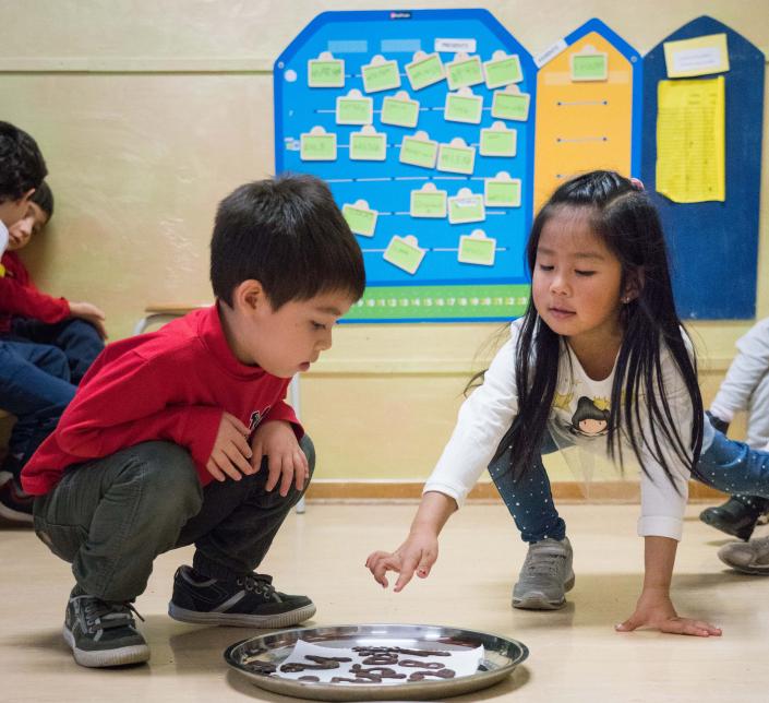 Bambini multicultura gioco infanzia