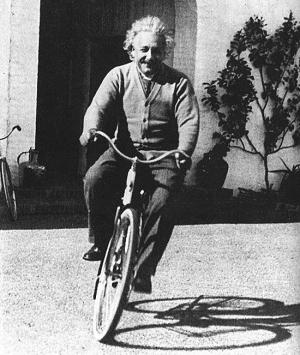 einstein-on-bikes-DL5CKWMI.jpg